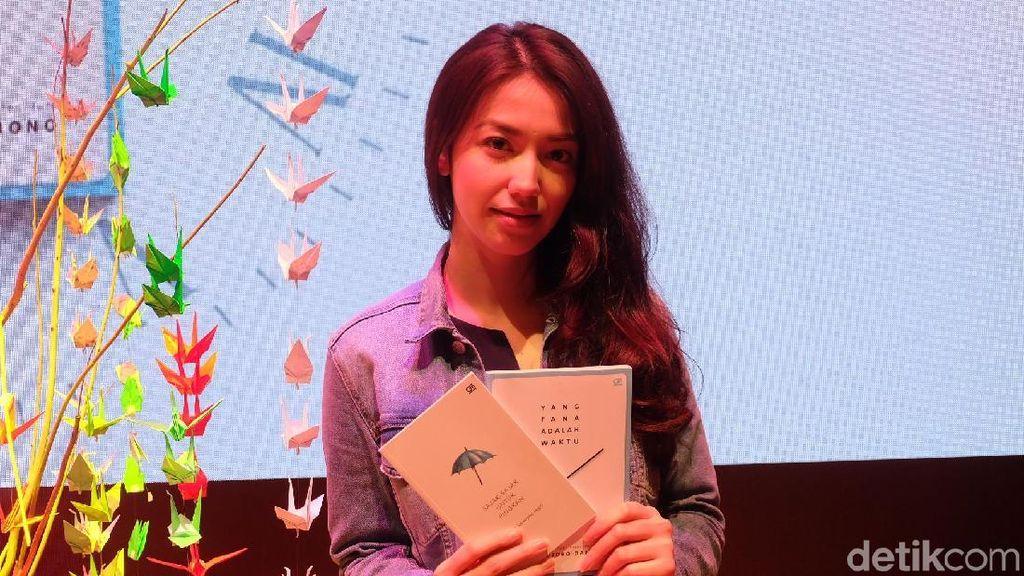 Velove Vexia Kepincut Puisi-puisi Sapardi Djoko Damono yang Sederhana