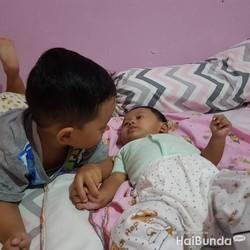 Tanda-tanda Seorang Anak Sudah Siap Jadi Kakak