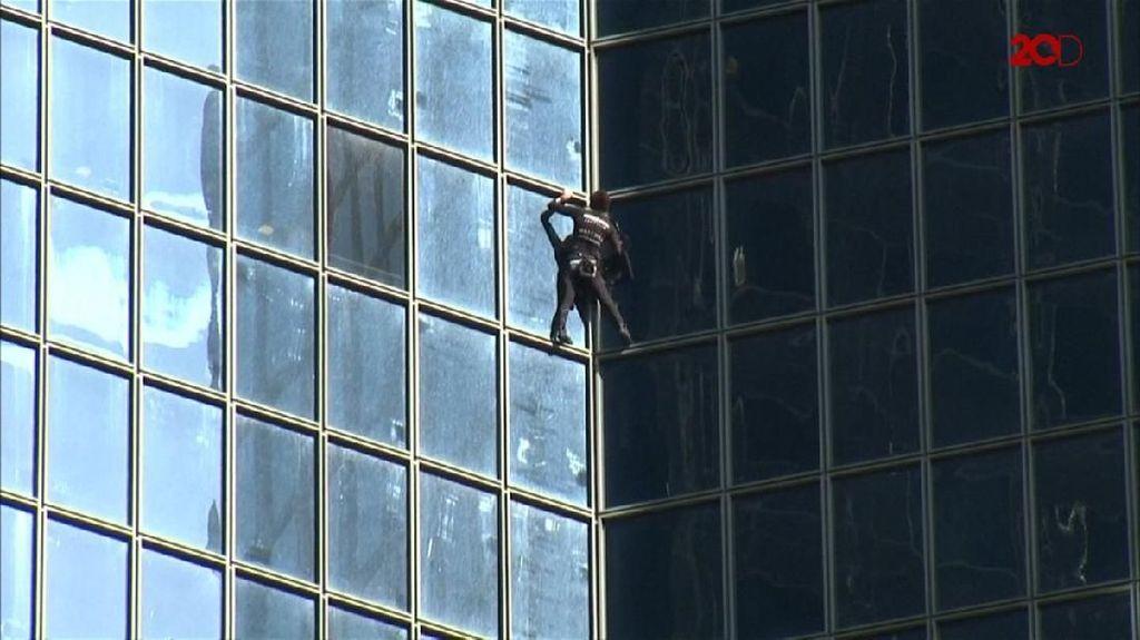 Melihat Aksi Spiderman Asal Prancis
