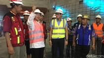 Malam-malam, Sandiaga Tinjau Progres Underpass Mampang