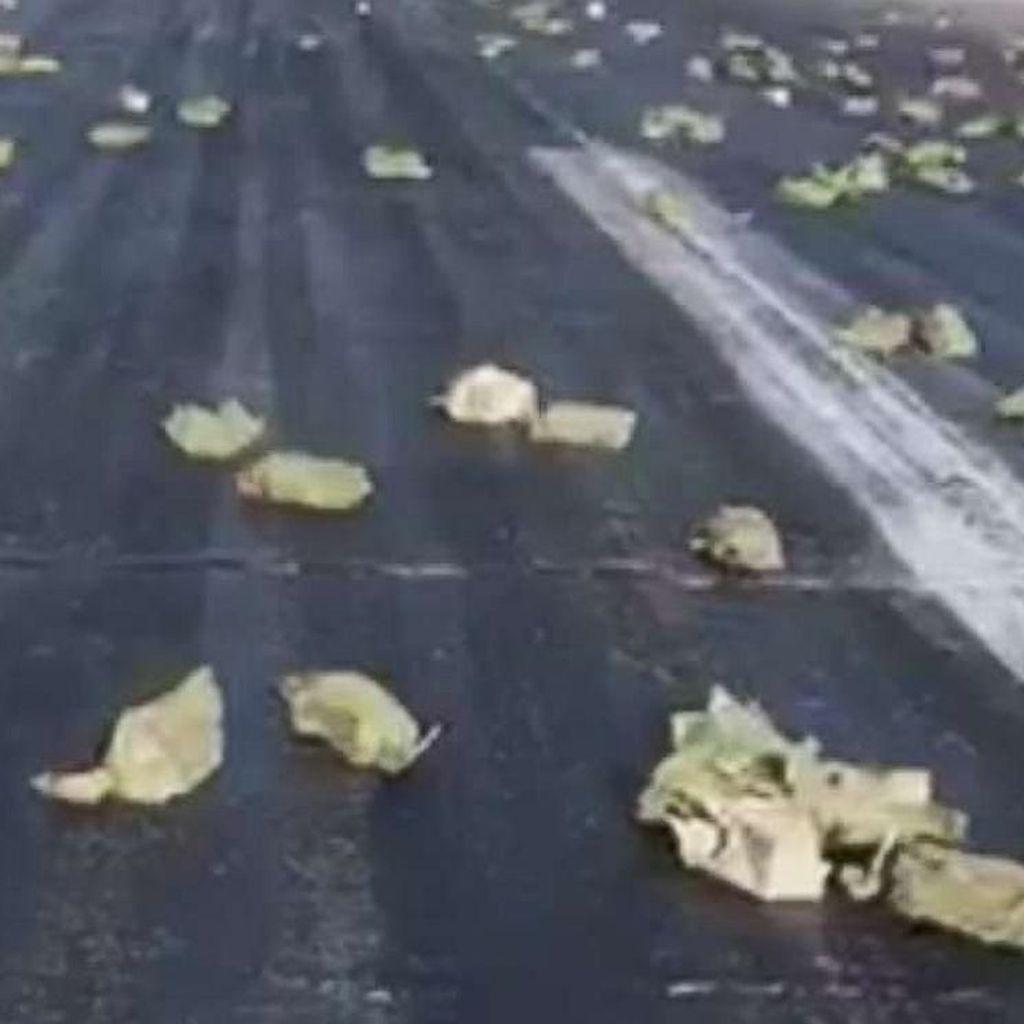 Video Batangan Emas Tumpah Ruah di Bandara Rusia