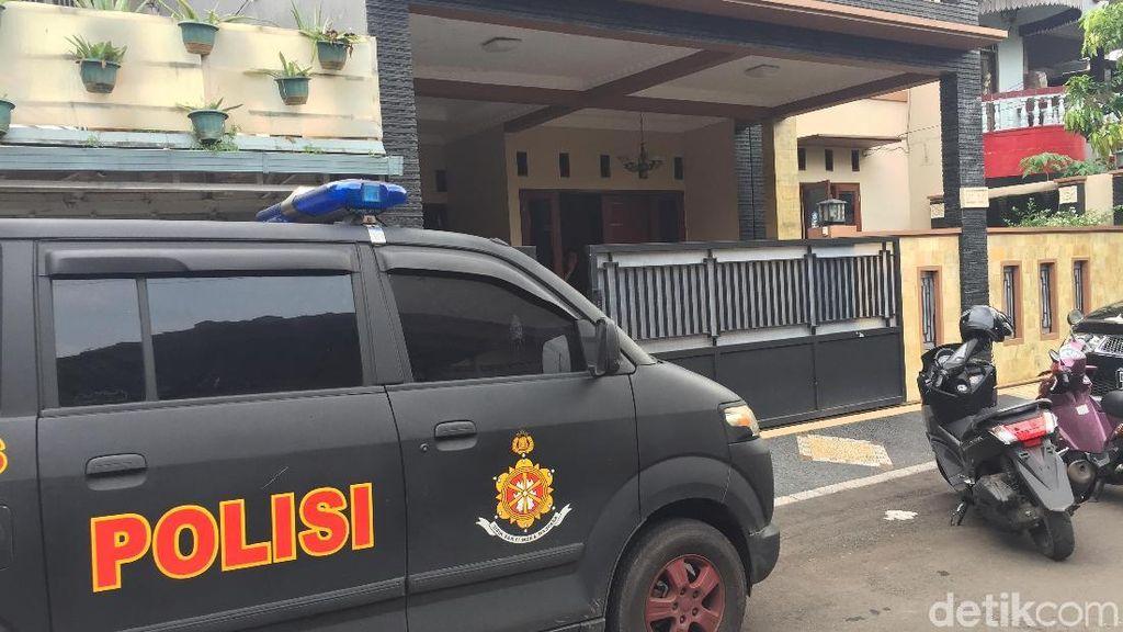 Perampok Bersenpi Beraksi Siang Bolong di Duren Sawit