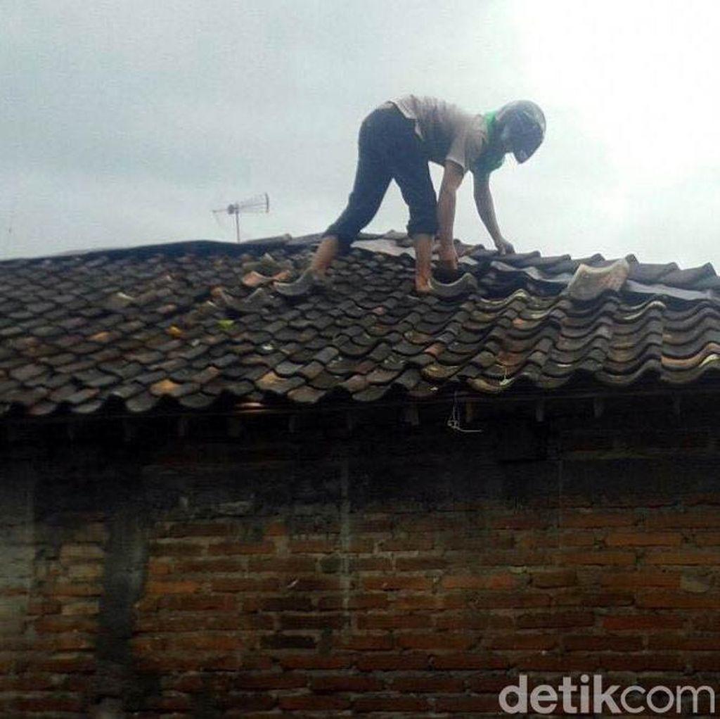 Hujan Deras dan Angin Kencang Rusak Rumah di Magelang