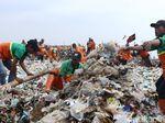 Sandi Akui Lambat Koordinasi Penanganan Sampah di Teluk Jakarta