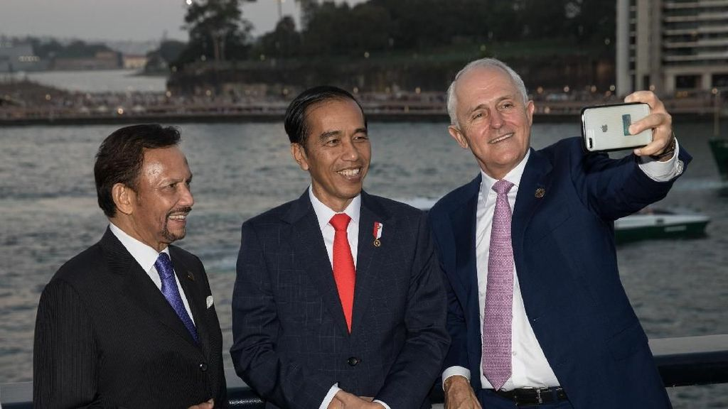 Jokowi Diajak Selfie (Lagi) Bareng Turnbull dan Pemimpin ASEAN