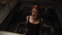 Black Widow saat disandera oleh musuh di Avengers