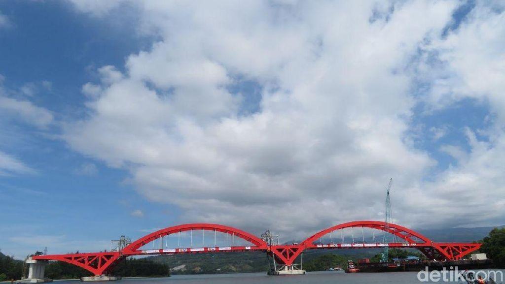Bentang Kedua Jembatan Holtekamp Sudah Terpasang
