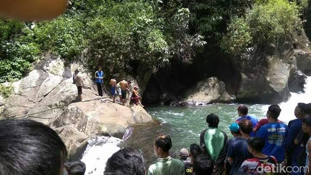 Dua Mahasiswa Unjani Hilang Terseret Arus Sungai Rahong Garut
