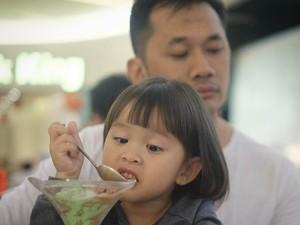 Gemes Banget! Ekspresi Lucu 10 Anak Selebriti Ini Saat Makan