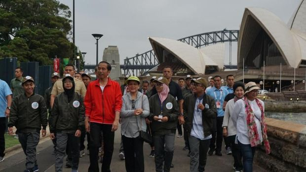 Jokowi dan Iriana Olahraga Pagi di Royal Botanic Garden