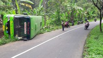 Bus Wisata Bawa 25 Siswa SD Asal Sidoarjo Terguling di Pasuruan