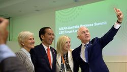 Jepret! Jokowi dan Turnbull Selfie Bareng 2 CEO Australia