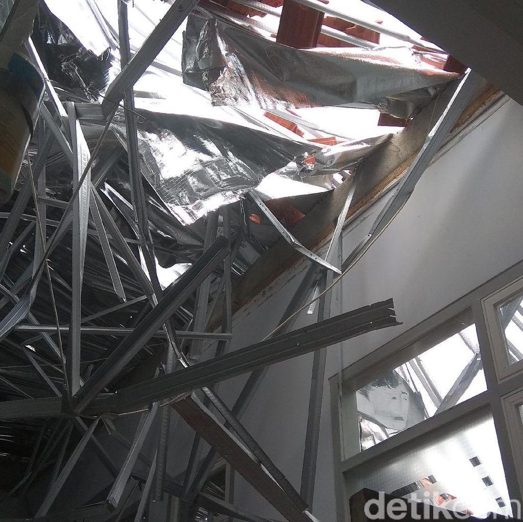 Cerita Saksi soal Detik-detik Atap Ruangan RSAL Surabaya Ambruk