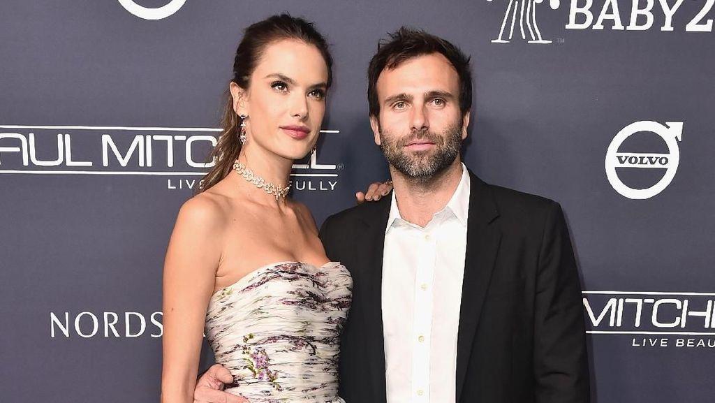10 Tahun Bersama, Alessandra Ambrosio Batalkan Pertunangan