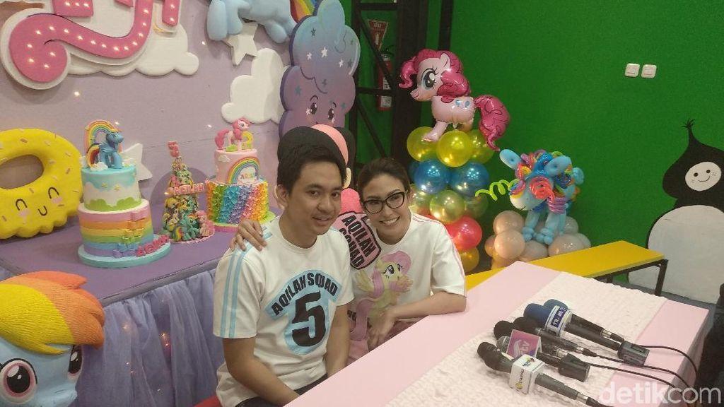 Gelar Pesta Ulang Tahun Anak, Suami Ayu Dewi: Ibunya Paling Heboh