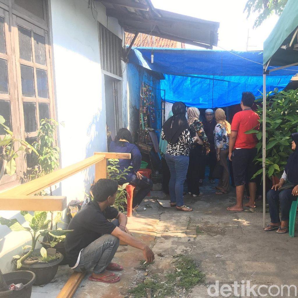 Korban Tertimpa Besi di Pasar Rumput Dimakamkan di TPU Menteng Pulo