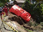 Rem Blong, Truk Pertamina di Trenggalek Terperosok ke Jurang