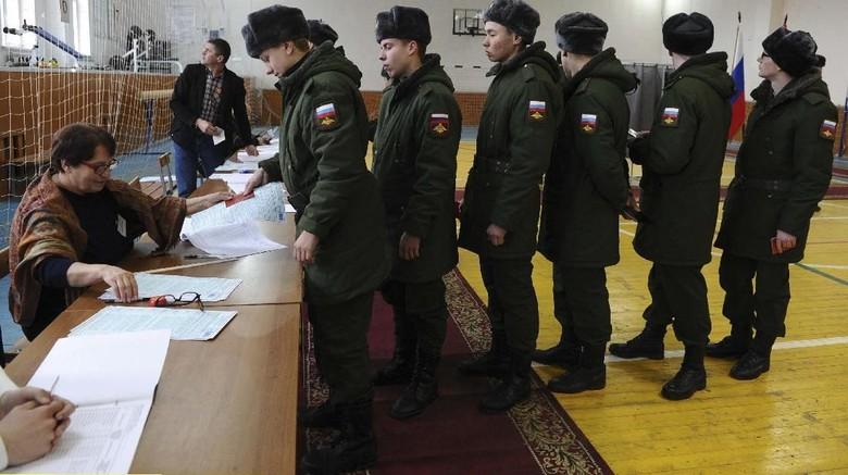Beruang Kutub sampai Tentara Memilih di Pilpres Rusia