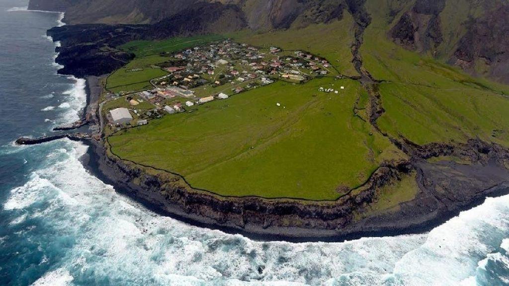 Kerja di Pulau Paling Terpencil Sedunia, Mau Coba?