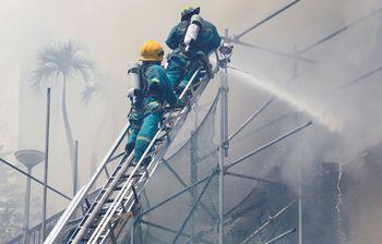 Foto Saat Manila Pavilon Hotel Terbakar