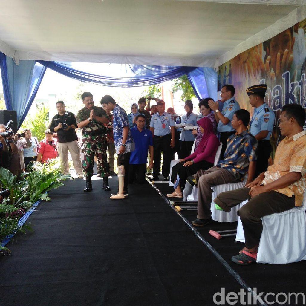 Panglima TNI Hadiri Baksos Pembagian Kaki Palsu di Bantul