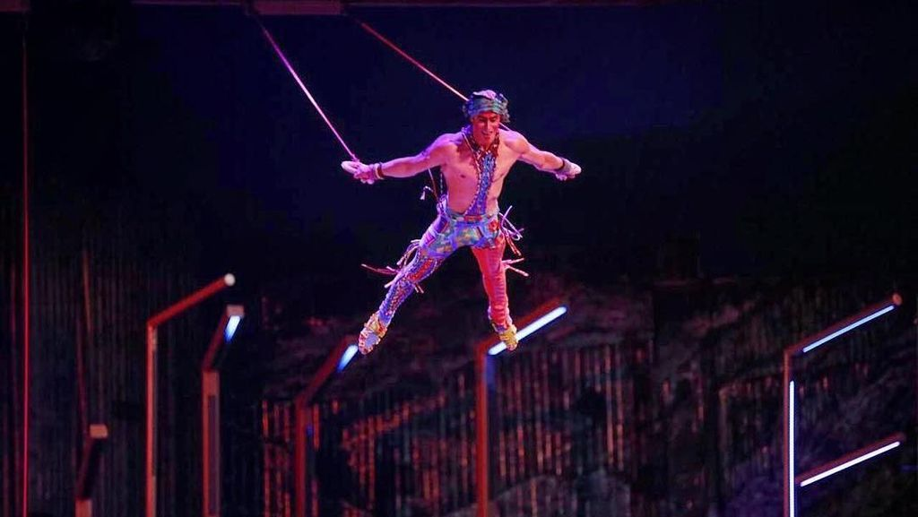Detik-detik Bintang Sirkus Cirque du Soleil Jatuh
