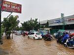 Hujan Angin, Cicaheum Bandung Banjir Cileuncang Setengah Ban