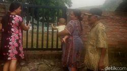 Pagar Lapangan Desa Dibongkar 80 Cm, 3 Keluarga Ini Hanya Pasrah