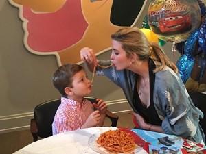 Mengintip Kebersamaan Ivanka Trump dan Ketiga Anaknya Saat Makan