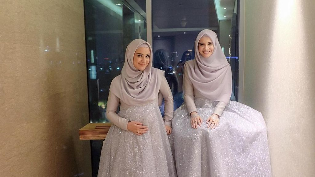 Inspirasi Baju Bridesmaid Hijab Ala Zaskia Sungkar dan Shireen Sungkar