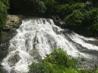 Menikmati Jacuzzi Alami di Air Terjun Goa Rang Reng Bali
