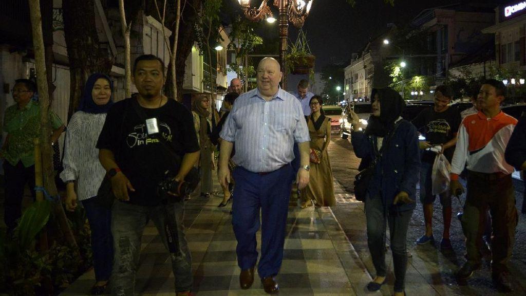 Di Surabaya, Wali Kota Liverpool Nikmati Malam di Jalan Tunjungan