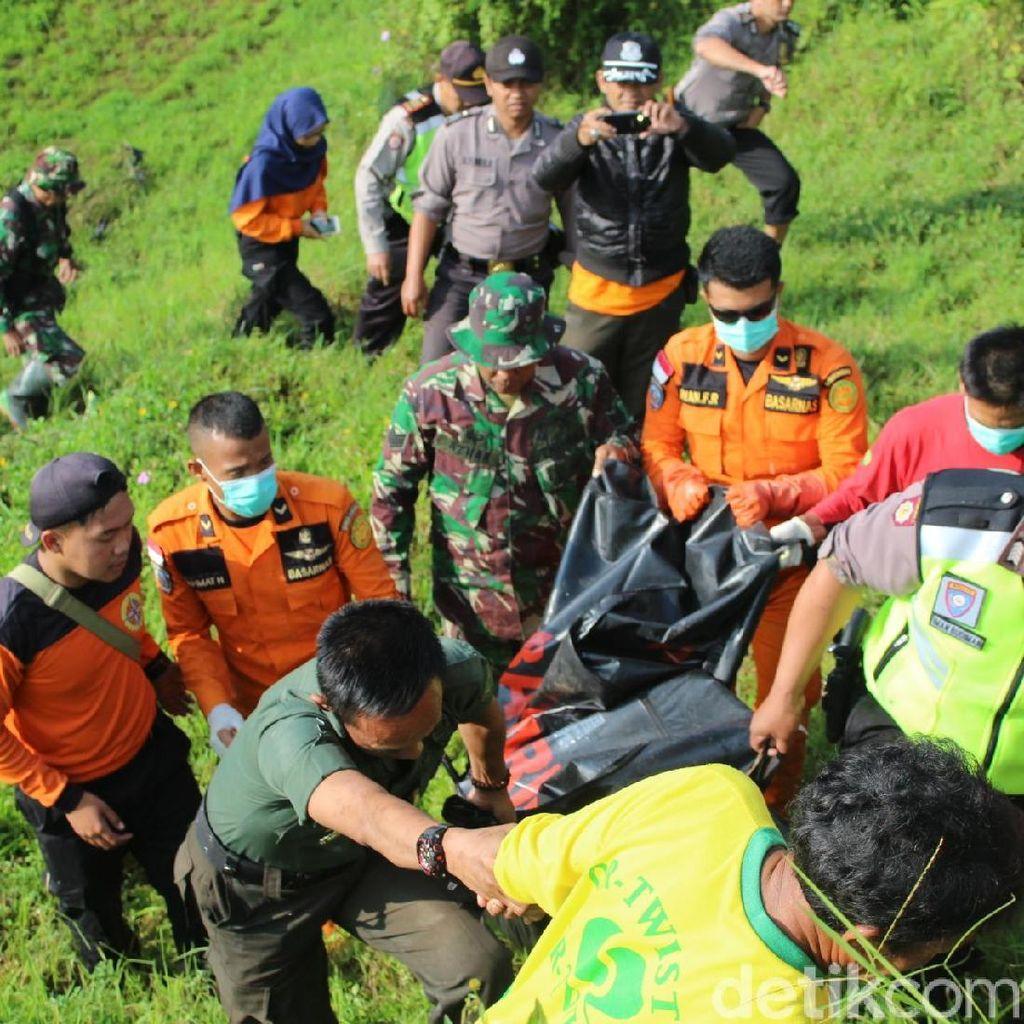Petugas Temukan Jasad 3 Wisatawan Tenggelam di Curug Teko Garut
