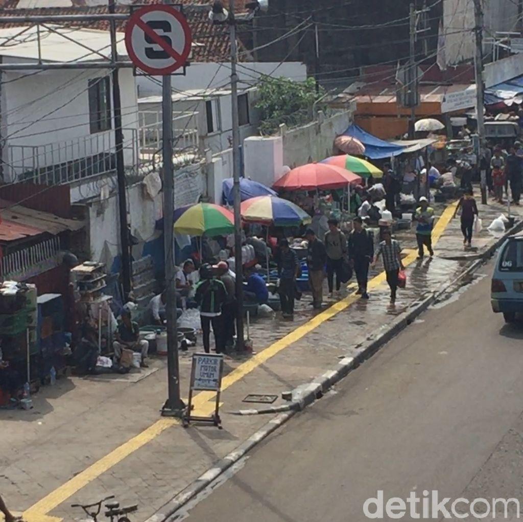 Sandiaga: Penataan PKL Trotoar Jatinegara Berbasis Pop Up