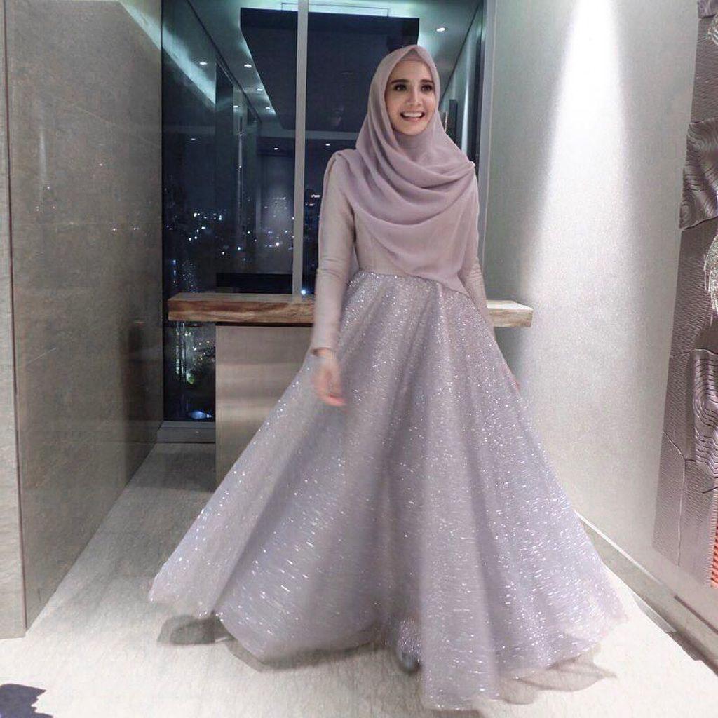 Transformasi Gaya Hijab Zaskia Sungkar, Dulu Warna Warni Sekarang Syari