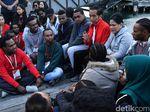 Momen Jokowi Bangga Ada 2 Pilot Perempuan Pertama dari Papua