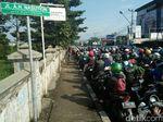 Truk Mogok, Kemacetan Ujungberung Bandung Bikin Frustasi