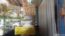 RM Padang di Jakbar yang Diacak-acak Sanca 4 Meter Tetap Buka