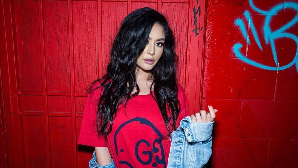 Gaya Memesona Kim Lee, Wanita yang Dijuluki Kim Kardashian Asia