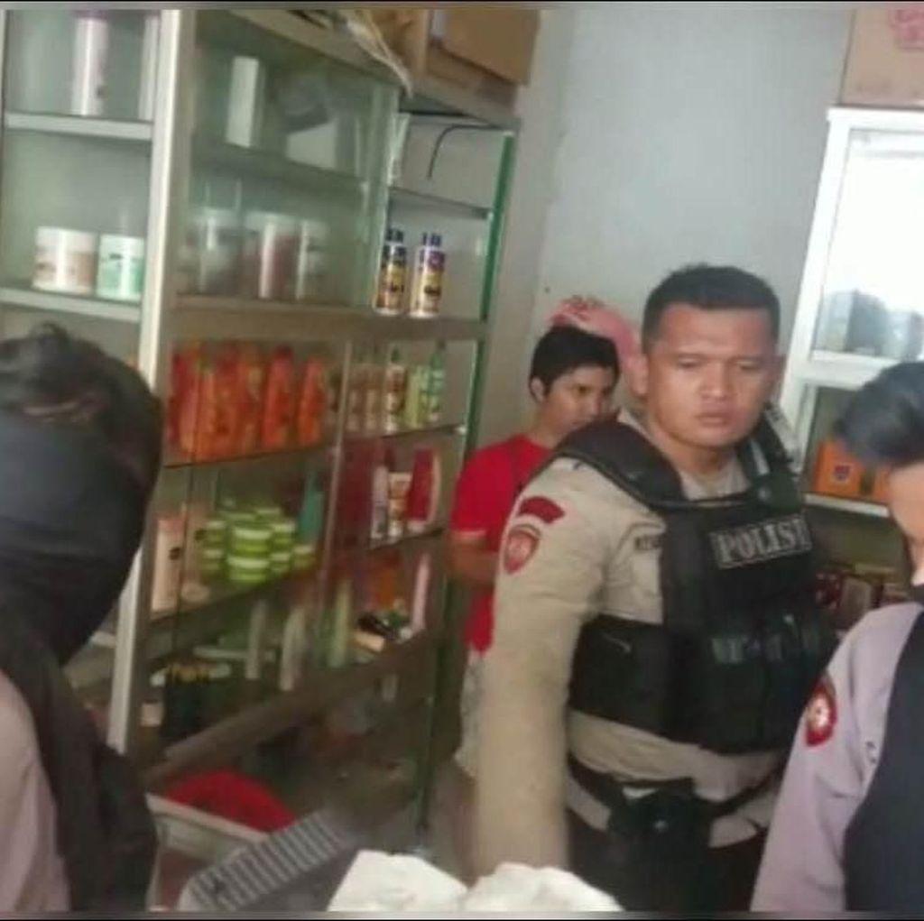 Polisi Gerebek Toko Kosmetik yang Jual Pil Penenang di Jaktim