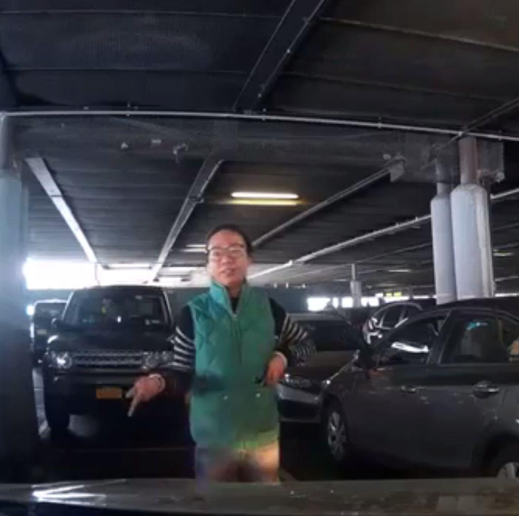 Video Perebutan Tempat Parkir Ini Jadi Viral