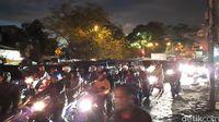 Cicaheum Bandung Sudah Bisa Dilalui, Lalu Lintas Macet Parah