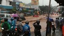 Banjir Bandang Terjang Kawasan Cicaheum Bandung