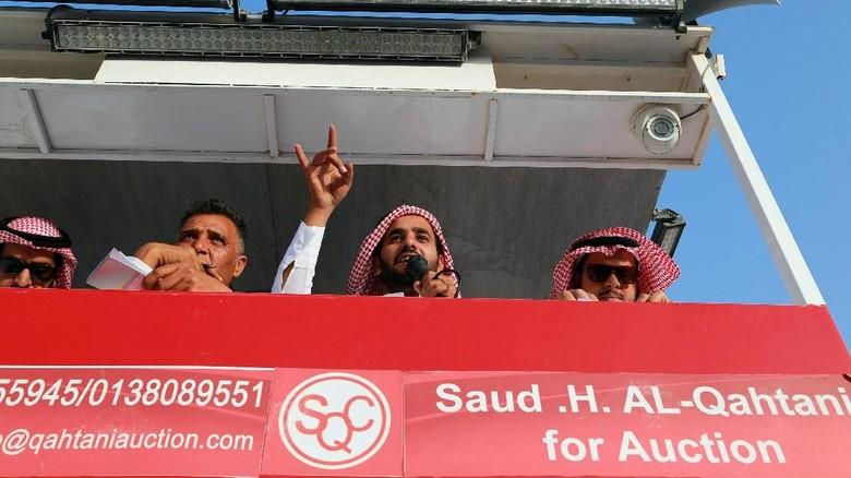 Foto: Bayar Utang, Ini 900 Mobil yang Dilelang Miliarder Saudi