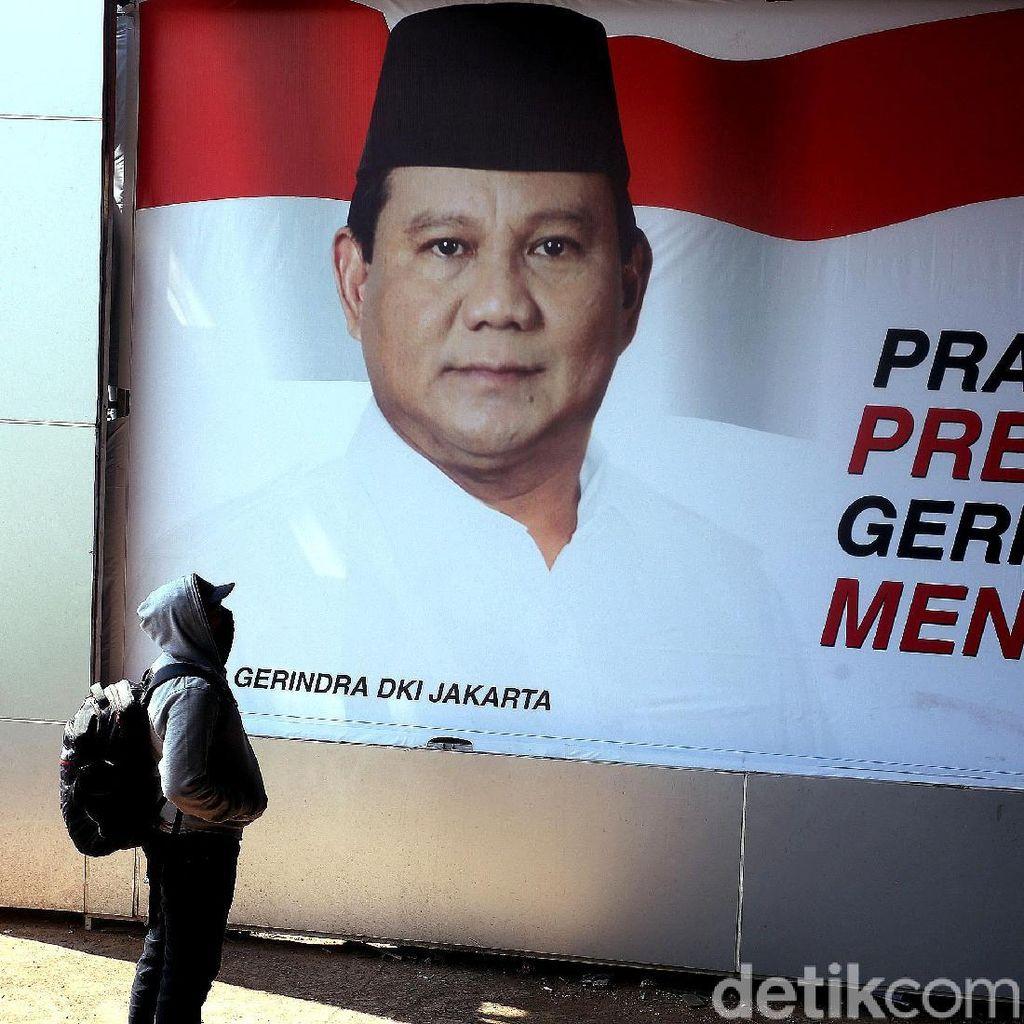 Baliho Besar Prabowo Mejeng di Bawah Flyover Tomang dan Slipi