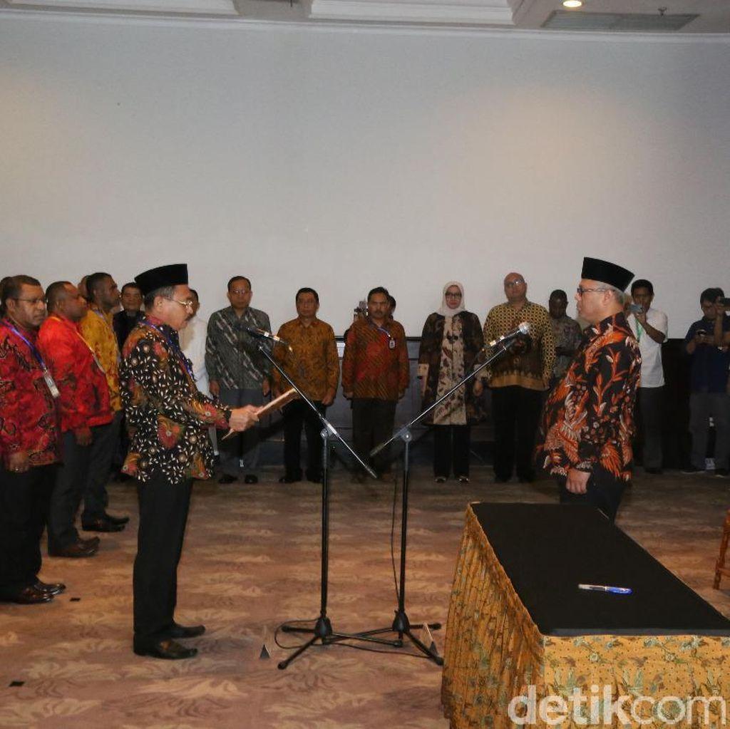 Lantik 135 Anggota Timsel, KPU Ingatkan Pentingnya Kerja Sama