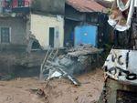 Tembok Rumah Warga Bandung Ambruk Tergerus Arus Sungai