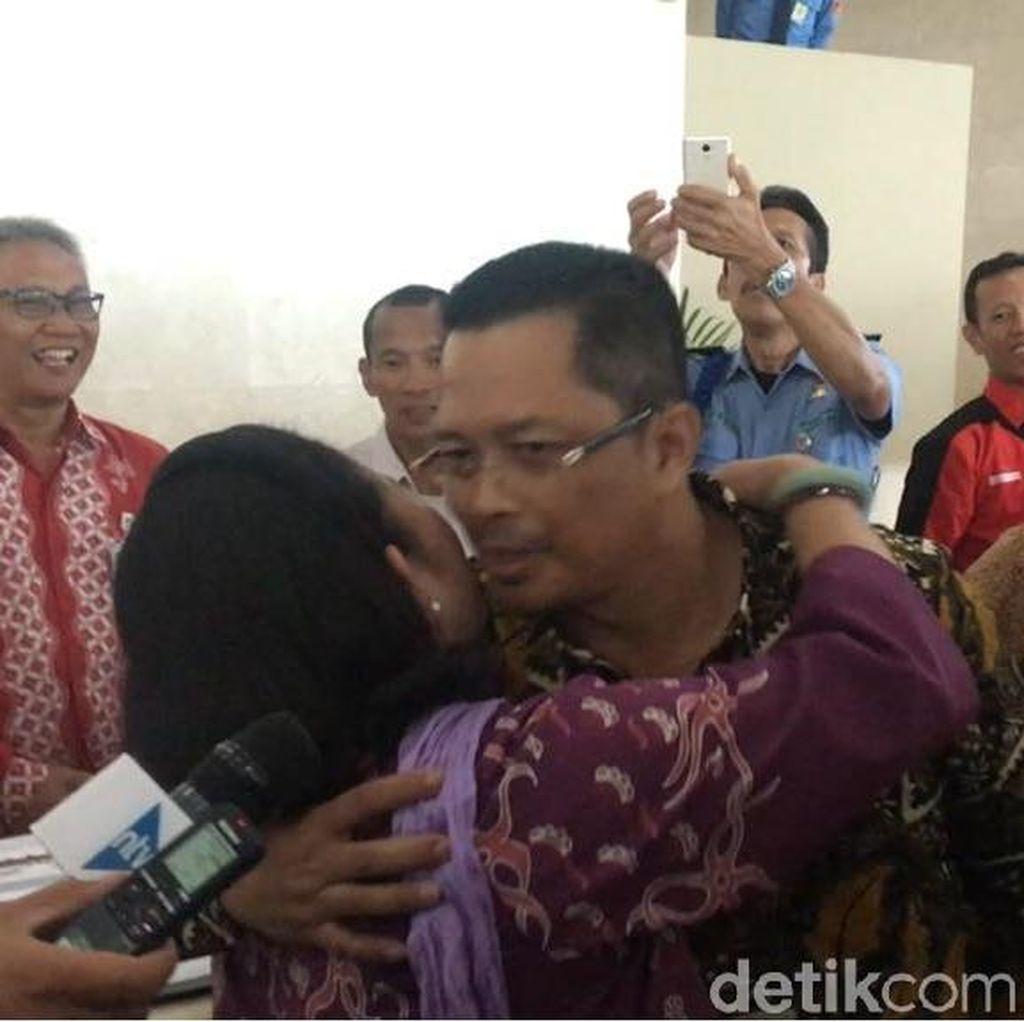 Mesra! Mahyudin dan Titiek Soeharto Cipika-cipiki di DPR