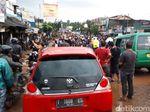 Kepanikan Lucky Saat Mobil Terseret Banjir Bandang Cicaheum