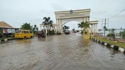 Sungai Ogan Meluap Kepung Komplek Pemerintahan di Ogan Ilir